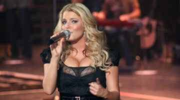 Jessica Simpson on stage. photo by 1035 WEZL on Flickr