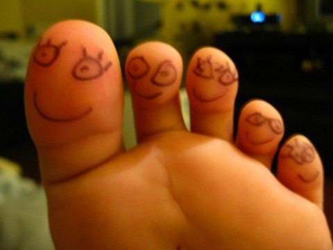 smiley-faces-on-toes