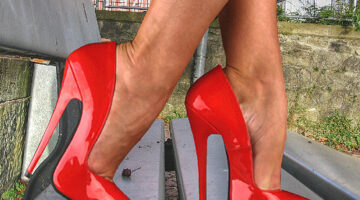 Toe Cleavage: Tips From A Foot Model About Showing Cleavage With Your Toes
